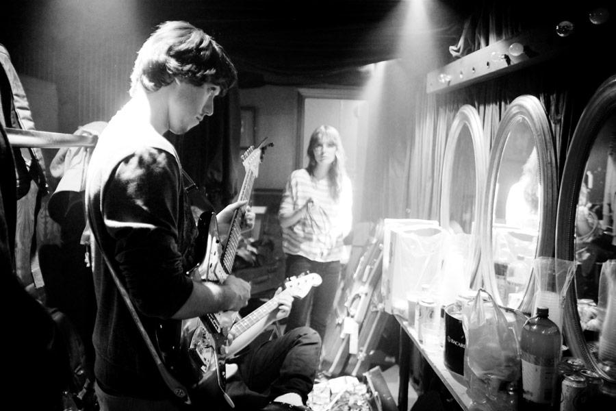 Backstage med oppvarmingsband i London, Harrys Gym